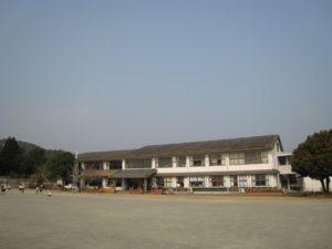 (H24緊急経済連) 美々津小学校太陽光発電等設備太陽光発電シート設置工事 平成26年3月20日完了